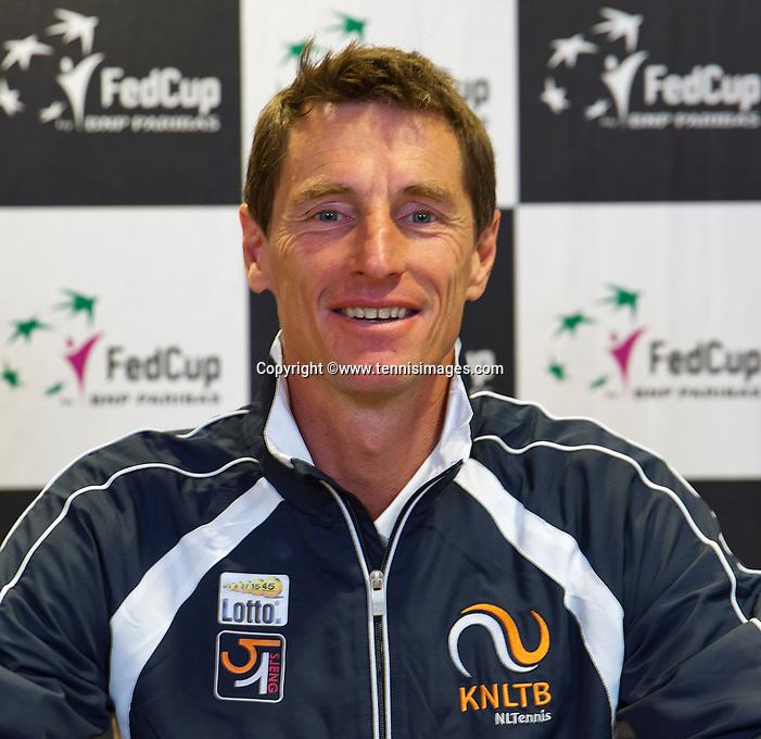 April 15, 2015, Netherlands, Den Bosch, Maaspoort, Fedcup Netherlands-Australia,  Captain Paul Haarhuis (NED)<br /> Photo: Tennisimages/Henk Koster
