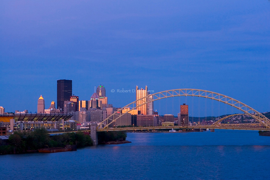 Pittsburgh Skyline - Ohio River perspective