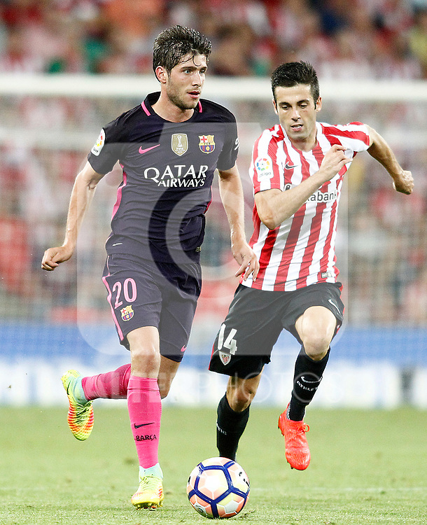 Athletic de Bilbao's Markel Susaeta (r) and FC Barcelona's Sergi Roberto during La Liga match. August 28,2016. (ALTERPHOTOS/Acero)