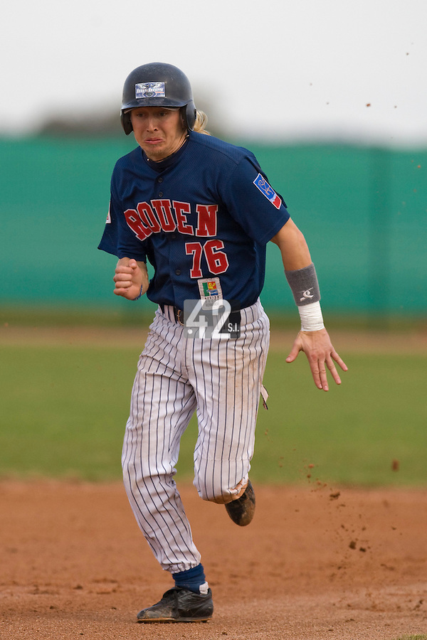 12 Oct 2008: Luc Piquet runs the bases during game 2 of the french championship finals between Templiers (Senart) and Huskies (Rouen) in Chartres, France. The Huskies win 7-4 over the Templiers.
