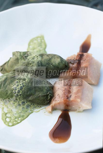 """Europe/France/Pays de la Loire/44/Loire Atlantique/St-Lyphard: Huitres Gilardeau à l'oseille et anguille fumée , réduction de bière brune à l'orange recette de Bernard Jeanson de l'""""Auberge de Kerbourg"""""""