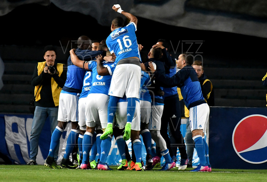 BOGOTA - COLOMBIA - 19-03-2017: Los jugadores de Millonarios, celebran el segundo gol anotado Independiente Santa Fe, durante partido de la fecha 10 entre Millonarios y el Independiente Santa Fe, por la Liga Aguila I-2017, jugado en el estadio Nemesio Camacho El Campin de la ciudad de Bogota. / The players of Millonarios celebrate the second scored goal to Independiente Santa Fe, during a match of the date 10 between Millonarios and Independiente Santa Fe, for the Liga Aguila I-2017 played at the Nemesio Camacho El Campin Stadium in Bogota city, Photo: VizzorImage / Luis Ramirez / Staff.