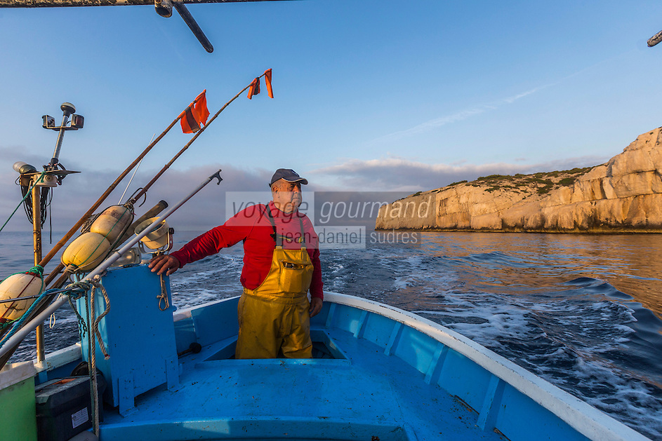France, Bouches-du-Rhône (13), Marseille, capitale européenne de la culture 2013, Calanque de Morgiou, à la pêche sur le pointu de Jean-Claude Bianco, pêcheur qui a découvert la gourmette d'Antoine de Saint-Exupéry au large des calanques de Marseille - Jean-Claude Bianco,  pêcheur  // France, Bouches du Rhone, Marseille, european capital of culture 2013, Creek of Morgiou, On the boat , Jean Claude Bianco fisherman who discovered the curb by Antoine de Saint Exupery off Calanques<br /> Auto N :2013-146
