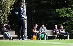 Stockholm 2014-08-30 Fotboll Superettan Hammarby IF - Tr&auml;ning :  <br /> Hamamrbysupportrar ser p&aring; tr&auml;ningen fr&aring;n en b&auml;nk vid sidan av planen under Hammarbys tr&auml;ning p&aring; &Aring;rsta IP l&ouml;rdag den 30 august<br /> (Foto: Kenta J&ouml;nsson) Nyckelord:  Tr&auml;ning Tr&auml;na &Aring;rsta IP Hammarby Bajen supporter fans publik supporters