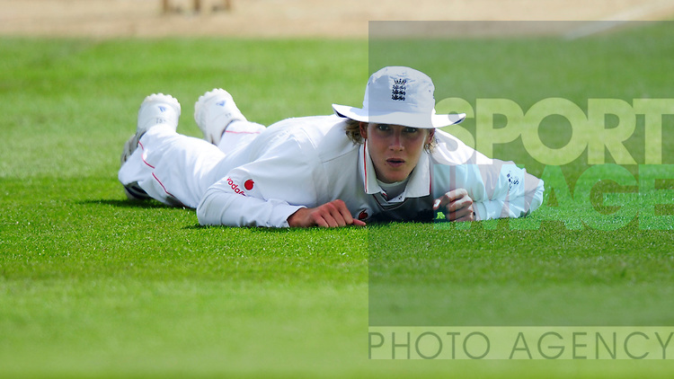 Stuart Broad of England dives to try and save a boundary