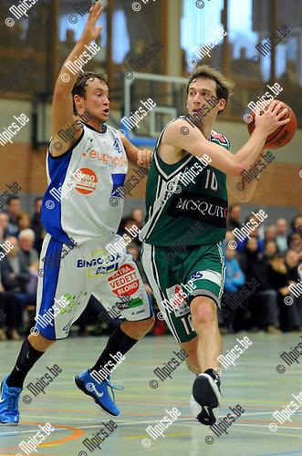 11-11-13 / Basketbal / seizoen 2011-2012 / Gembo - Kangoeroes Boom / De Roover met Ward Lemaire (r, Gembo)..Foto: Mpics