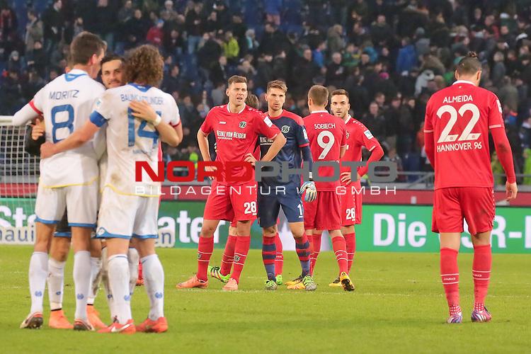 06.02.2016, HDI Arena, Hannover, GER, 1.FBL, Hannover 96 vs FC Mainz 05  im Bild <br /> <br />         Szalai #28 TW Zieler #1 Sobiech #9 Karaman #26 und Almeida #22<br /> <br /> entt&auml;uscht / enttaeuscht / traurig                   <br /> <br /> Foto &copy; nordphoto / Rust