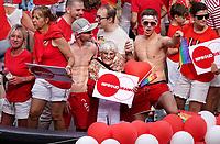 Nederland - Utrecht - 2018.  Voor het tweede jaar vaart de Utrecht Canal Pride door de binnenstad.  Foto mag niet in negatieve / schadelijke context gepubliceerd worden.  Proud Granny.  Foto Berlinda van Dam / Hollandse Hoogte.