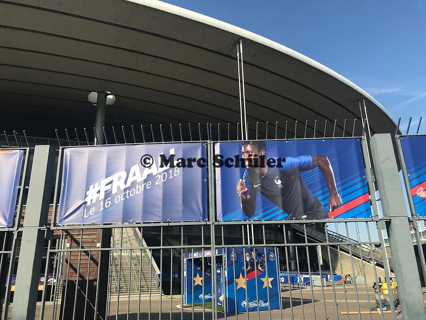 Banner der Equipe Tricolore am Stade de France - 15.10.2018: Pressekonferenz DFB vor dem Spiel Frankreich vs. Deutschland, 4. Spieltag UEFA Nations League, Stade de France, DISCLAIMER: DFB regulations prohibit any use of photographs as image sequences and/or quasi-video.