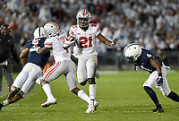 STATE COLLEGE, PA - SEPTEMBER 29: Ohio State WR/H-B Parris Campbell, Jr. (21) stiff arms Penn State S Nick Scott (4). The Ohio State Buckeyes defeated the Penn State Nittany Lions 27-26 on September 29, 2018 at Beaver Stadium in State College, PA. (Photo by Randy Litzinger/Icon Sportswire)