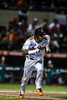 Cedric Hunter de naranjeros corre , durante el juego de beisbol de la Liga Mexicana del Pacifico temporada 2017 2018. Cuarto juego de la serie de playoffs entre Mayos de Navojoa vs Naranjeros. 05Enero2018. (Foto: Luis Gutierrez /NortePhoto.com)