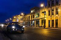 HAVANA, CUBA, 23.07.2015 –  Vista do Malecón na cidade de Havana em Cuba.Malecón um calçadão de 7km a beira-mar que passa por vários bairros de Havana (da parte antiga até a parte mais moderna) além de ser ponto de encontro da capital cubana.(Foto: Paulo Lisboa/Brazil Photo Press)
