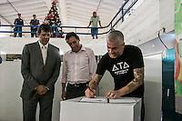 SÃO PAULO, SP, 18.12.2014 - LANÇAMENTO DA REVITALIZAÇÃO DO MERCADO DE PINHEIROS - O prefeito de São Paulo Fernando Haddad, o Secretaria Municipal do Desenvolvimento, Trabalho e Empreendedorismo Arthur Henrique e o chefe Alex Atala participam da assinatura do termo de intenção para revitalização do mercado de Pinheiros, em parceria com o instituto ATA, na tarde desta quinta - feira (18), na zona oeste de São Paulo. (Foto: Taba Benedicto/ Brazil Photo Press)