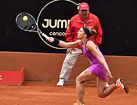 BOGOTA - COLOMBIA – 11 – 04 - 2017: Sara Errani de Italia, devuelve la bola a Ekaterina Alexandrova de Rusia, durante partido por el Claro Colsanitas WTA, que se realiza en el Club Los Lagartos de la ciudad de Bogota. / Sara Errani from Italy returns the ball to Ekaterina Alexandrova from Rusia, during a match for the WTA Claro Colsanitas, which takes place at Los Lagartos Club in Bogota city. Photo: VizzorImage / Luis Ramirez / Staff.
