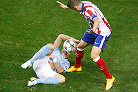 Atletico de Madrid´s Siqueira (R) and Malmo´s Tinnerholm during Champions League soccer match between Atletico de Madrid and Malmo at Vicente Calderon stadium in Madrid, Spain. October 22, 2014. (ALTERPHOTOS/Victor Blanco)
