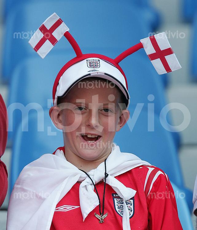 Fussball INTERNATIONAL EURO 2004 in Coimbra im Stadion Cidale England-Schweiz Englischer Fan