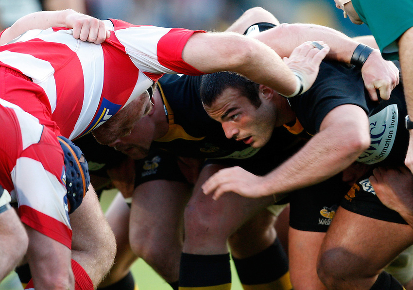 Photo: Richard Lane/Richard Lane Photography. London Wasps v Gloucester Rugby. LV= Cup. 15/11/2009. Wasps' Charlie Beech at a scrum.