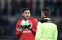 Calcio, Serie A: Lazio, Stadio Olimpico, 13 febbraio 2017.<br /> Milan' s goalkeeper Gianluigi Donnarumma (l) speaks with referee Antonio Damato (r) during the Italian Serie A football match between Lazio and Milan at Roma's Olympic Stadium, on February 13, 2017.<br /> UPDATE IMAGES PRESS/Isabella Bonotto