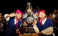 """SAO PAULO, SP, 17 DE FEVEREIRO 2012 - CARNAVAL 2012 SP - CONCENTRACAO GRUPO COREANO YOUNG EUM ART - O grupo sul-coreano """"Young Eum Art""""  momentos antes da apresentacao que celebra os 50 anos da imigracao da Coreia do Sul.  Antes da abertura oficial do Carnaval 2012, no Sambodromo do Anhembi na regiao norte da cidade de Sao Paulo, nesta sexta-feira. 17. (FOTO: ALE VIANNA - BRAZIL PHOTO PRESS)."""