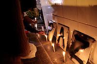 OSASCO,SP, 20.08.2015 - CHACINA-SP - Movimentação de parentes e amigos em Ato pelos mortos em chacina da última quinta-feira (13) nas regiões de Osasco e Barueri no Bairro Munhoz Junior na noite desta quinta-feira (20). (Foto: Marcio Ribeiro / Brazil Photo Press)
