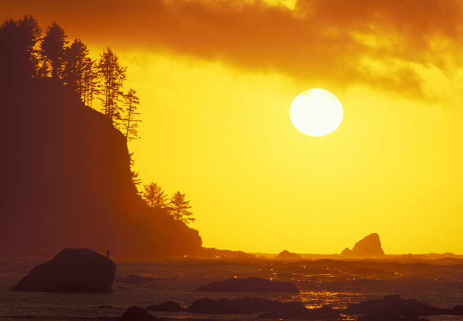 Sunset over Bodelteh Islands, Cape Alava, Flattery Rocks National Wildlife Refuge, Olympic National Park, Washington