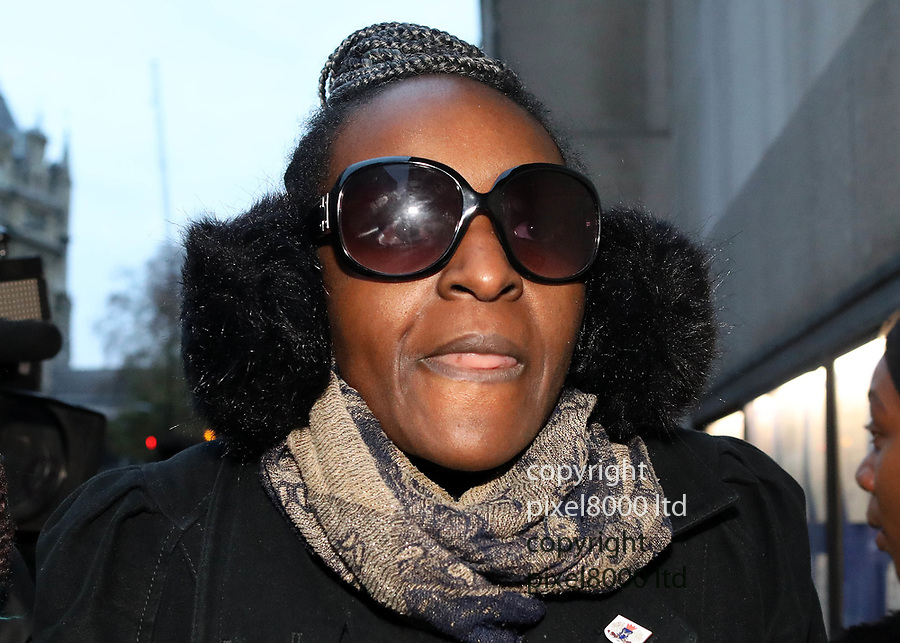 Pic shows: Monday  26.11.18<br /> Pic shows: Labour MP Fiona Onasanya arrives at the Old Bailey today to hear the verdict in her trial for Perverting the Course of Justice.<br /> <br /> She stepped out of a cab wearing huge ear muffs and dark glasses past a gaggle of waiting TV cameramen.<br /> <br /> She arrived with her mother in green scarf<br /> <br /> <br /> <br /> pic by Gavin Rodgers/Pixel8000