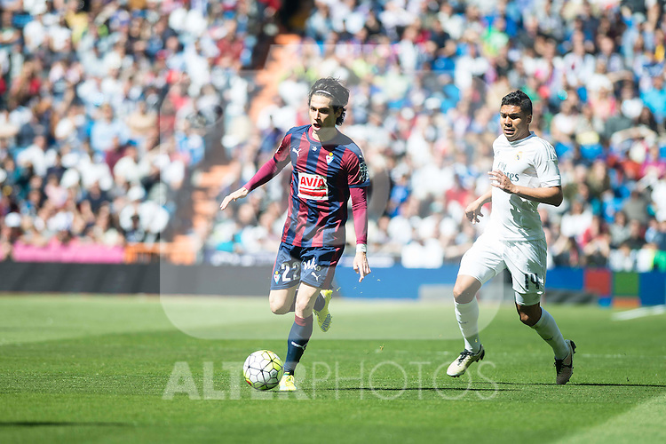 Real Madrid's Carlos Henrique Casemiro and Sociedad Deportiva Eibar's Jota Peleteiro during La Liga match. April 09, 2016. (ALTERPHOTOS/Borja B.Hojas)