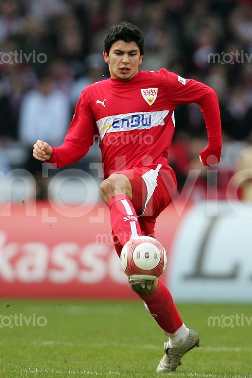Fussball Bundesliga VFB Stuttgart - VFL Wolfsburg Serdar TASCI (VFB), Einzelaktion am Ball.