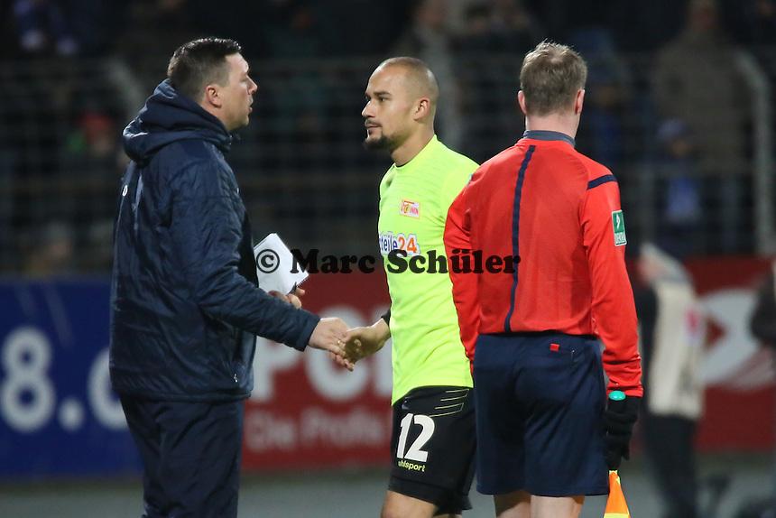 Mohamad Ansif (Union) verlässt nach seinem Platzverweis den Platz - SV Darmstadt 98 vs. 1. FC Union Berlin, Stadion am Boellenfalltor