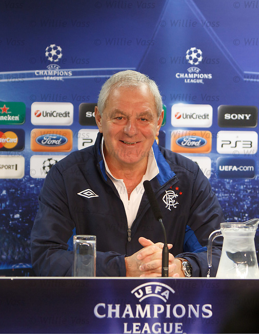 Walter Smith refusing to answer questions or give his opinion on the Scottish referees dispute when grilled by journalists