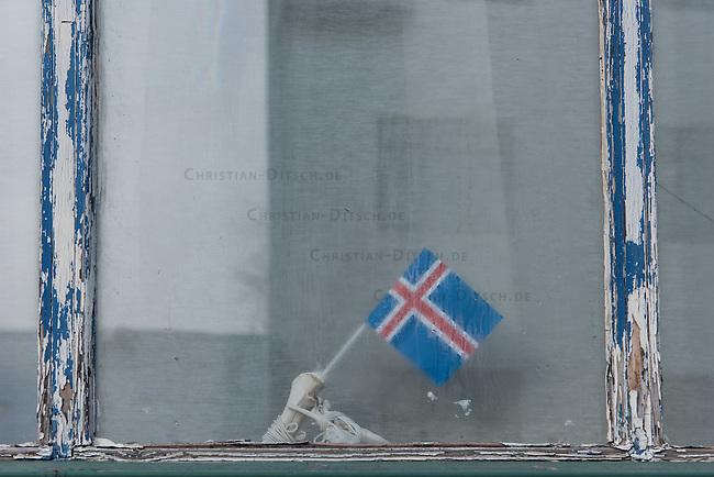 National flag in a window in Reykjavik.<br /> Nationalfahne in einem Fenster in Reykjavik.<br /> 26.3.2016, Island<br /> Copyright: Christian-Ditsch.de<br /> [Inhaltsveraendernde Manipulation des Fotos nur nach ausdruecklicher Genehmigung des Fotografen. Vereinbarungen ueber Abtretung von Persoenlichkeitsrechten/Model Release der abgebildeten Person/Personen liegen nicht vor. NO MODEL RELEASE! Nur fuer Redaktionelle Zwecke. Don't publish without copyright Christian-Ditsch.de, Veroeffentlichung nur mit Fotografennennung, sowie gegen Honorar, MwSt. und Beleg. Konto: I N G - D i B a, IBAN DE58500105175400192269, BIC INGDDEFFXXX, Kontakt: post@christian-ditsch.de<br /> Bei der Bearbeitung der Dateiinformationen darf die Urheberkennzeichnung in den EXIF- und  IPTC-Daten nicht entfernt werden, diese sind in digitalen Medien nach &sect;95c UrhG rechtlich geschuetzt. Der Urhebervermerk wird gemaess &sect;13 UrhG verlangt.]