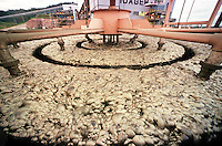 Cia. Vale do Rio Doce. Flotagem. Serra do Sossego<br />Canãa dos Carajás-Pará-Brasil<br />Foto: Paulo Santos/ Interfoto<br />Negativo 135 Nº 8501 T2 7 F2a