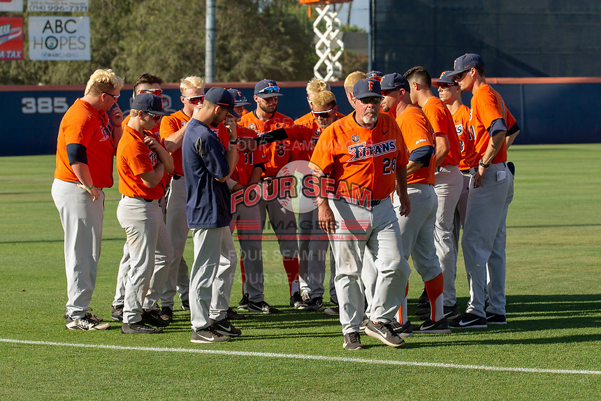 Cal State Fullerton Titans head coach Rick Vanderhook counsels his team prior to the game against the University of Washington Huskies at Goodwin Field on June 10, 2018 in Fullerton, California. The Huskies defeated the Titans 6-5. (Donn Parris/Four Seam Images)