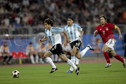 21 June 2005: Argentina midfielder Pablo Aimar runs with the ball during the FIFA Confederations Cup Group A game between Argentina and Germany played at the Franken-Stadion, Nuremberg, Germany. The game finished in a 2-2 draw. Photo: Neil Tingle/actionplus..050621 football soccer Nurnberg player