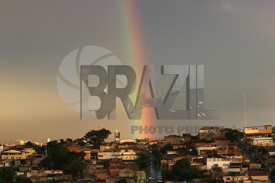 SAO PAULO, SP - 24.11.2018  - CLIMA-SP - Arco-&iacute;ris &eacute; visto da regi&atilde;o do Jardim Angela na zona sul de S&atilde;o Paulo no final da tarde deste s&aacute;bado (24). <br /> <br /> (Foto: Fabricio Bomjardim / Brazil Photo Press)