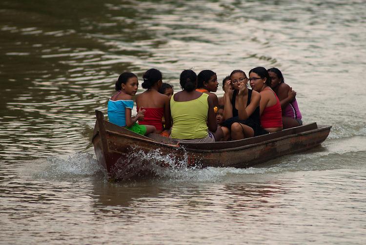 Ilha das Onças em frente a cidade.<br /> Belém, Pará, Brasil.<br /> Foto Paulo Santos<br /> 12/12/2009