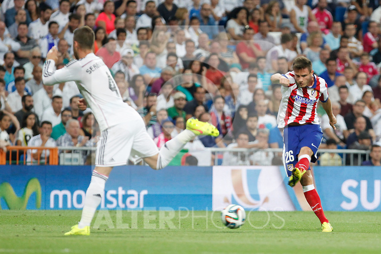 Real Madrid´s Sergio Ramos (L) and Atletico de Madrid´s Saul Niguez during 2014 Supercopa de España `Spain Supercup´ at Santiago Bernabeu stadium. August 19, 2014. (ALTERPHOTOS/Victor Blanco)