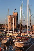 France/17/Charente Maritime/La Rochelle: Le vieux port à l'aube