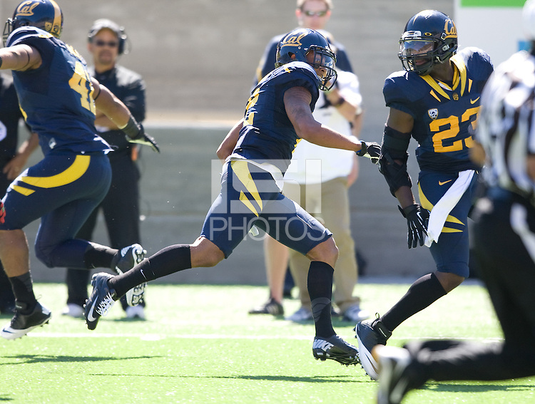 Daniel Lasco of California runs the ball to the end zone to score a touchdown during the game against Southern Utah at Memorial Stadium in Berkeley, California on September 8th, 2012.   California Golden Bears defeated Southern Utah, 50-31.