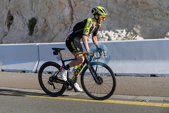 Adam Yates (GBR) Mitchelton-Scott races solo towards the finish of Stage 3 The Emirates Stage of the UAE Tour 2020 running 184km from Al Qudra Cycle Track to Jebel Hafeet, Dubai. 25th February 2020.<br /> Picture: LaPresse/Fabio Ferrari | Cyclefile<br /> <br /> All photos usage must carry mandatory copyright credit (© Cyclefile | LaPresse/Fabio Ferrari)