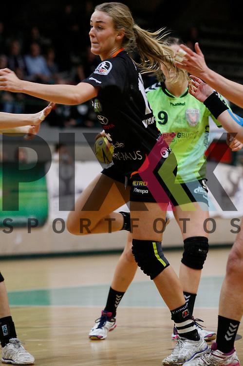 Koblez/Weiberns Lotte Prak (Nr. 18) beim Wurf auf das Tor<br /> <br /> 07.02.2015, Handball, 1. Handball-Bundesliga, Saison 2014/15 Spreefuexxe - Vulkan-Ladies Koblenz/Weibern<br /> <br /> Foto &copy; P-I-X.org *** Foto ist honorarpflichtig! *** Auf Anfrage in hoeherer Qualitaet/Aufloesung. Belegexemplar erbeten. Veroeffentlichung ausschliesslich fuer journalistisch-publizistische Zwecke. For editorial use only.