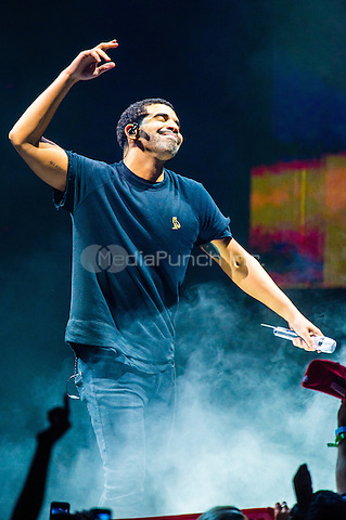 CLARKSTON, MI - AUGUST 16: Drake performs at DTE Energy Music Theatre on August 16, 2014 in Clarkston, Michigan. Photo Credit: RTNSchwegler/MediaPunch