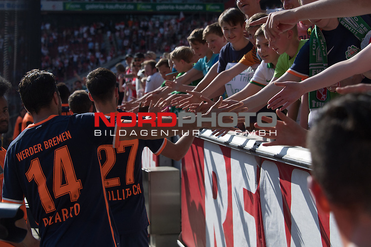 07.05.2016, RheinEnergie Stadion, Koeln, GER, 1.FBL, 1.FC Koeln vs Werder Bremen, im Bild<br /> entt&auml;uscht / enttaeuscht / traurig <br /> der Gang nach dem Spiel zu den Fans<br /> Claudio Pizarro (Bremen #14)<br /> Florian Grillitsch (Werder Bremen #27)<br /> <br /> Foto &copy; nordphoto / Kokenge