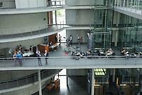 Am 2. Juni 2016 fand die 20. Sitzung des 2. NSU-Untersuchungsausschusses des Deutschen Bundestag statt. Als Zeuge der nichtöffentlichen Sitzung war Hans-Georg Maassen, Praesident des Bundesamt fuer Verfassungsschutz geladen.<br /> Im Bild: Journalisten warten auf die Ausschussmitglieder.<br /> 2.6.2016, Berlin<br /> Copyright: Christian-Ditsch.de<br /> [Inhaltsveraendernde Manipulation des Fotos nur nach ausdruecklicher Genehmigung des Fotografen. Vereinbarungen ueber Abtretung von Persoenlichkeitsrechten/Model Release der abgebildeten Person/Personen liegen nicht vor. NO MODEL RELEASE! Nur fuer Redaktionelle Zwecke. Don't publish without copyright Christian-Ditsch.de, Veroeffentlichung nur mit Fotografennennung, sowie gegen Honorar, MwSt. und Beleg. Konto: I N G - D i B a, IBAN DE58500105175400192269, BIC INGDDEFFXXX, Kontakt: post@christian-ditsch.de<br /> Bei der Bearbeitung der Dateiinformationen darf die Urheberkennzeichnung in den EXIF- und  IPTC-Daten nicht entfernt werden, diese sind in digitalen Medien nach §95c UrhG rechtlich geschuetzt. Der Urhebervermerk wird gemaess §13 UrhG verlangt.]