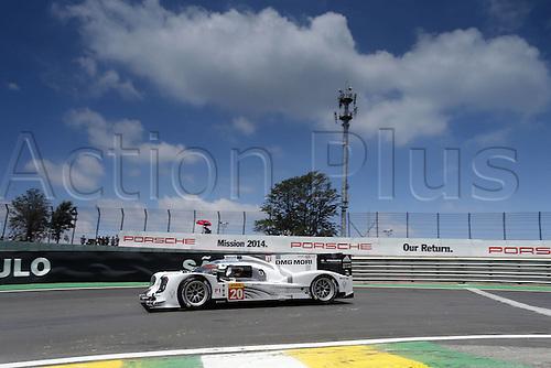 29.11.2014. InterlagCircuit, Sao Paulo, Brazil. 6-Hours WEC race of Sao Paulo.  Porsche 919 Hybrid, Porsche Team: Timo Bernhard, Brendon Hartley, Mark Webber before Webbers major accident ended their race