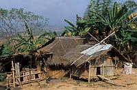 """Asie/Thaïlande/Env de Sukhothai : Village Hmong de """"Bane Keg Noi"""" - Détail habitat Hmong"""