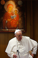 Papa Francesco apre la sessione quotidiana del Sinodo sulla Famiglia, in Vaticano, 7 ottobre 2014.<br /> Pope Francis arrives to open the daily session of the synod on family issues, at the Vatican, 7 October 2014. <br /> UPDATE IMAGES PRESS/Riccardo De Luca<br /> <br /> STRICTLY ONLY FOR EDITORIAL USE