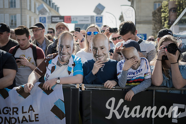 Fans awaiting the QuickStep Floors team presentation in Compiègne for Paris-Roubaix 2017, 1 day before the race with Tom Boonen (BEL/QuickStep Floors) put in the spotlight as he will be disputing his last pro-race in this edition of the Hell of the North.