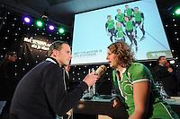 SCHAATSEN: HOOGEVEEN: hoofdkantoor TVM verzekeringen, 02-11-2012, Perspresentatie TVM schaatsploeg, Sebastiaan Timmerman (NOS), Ireen Wüst, ©foto Martin de Jong