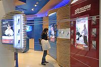 - Milano, negozio Telecom in galleria Vittorio Emanuele<br /> <br /> - Milano, Telecom store in Vittorio Emanuele gallery